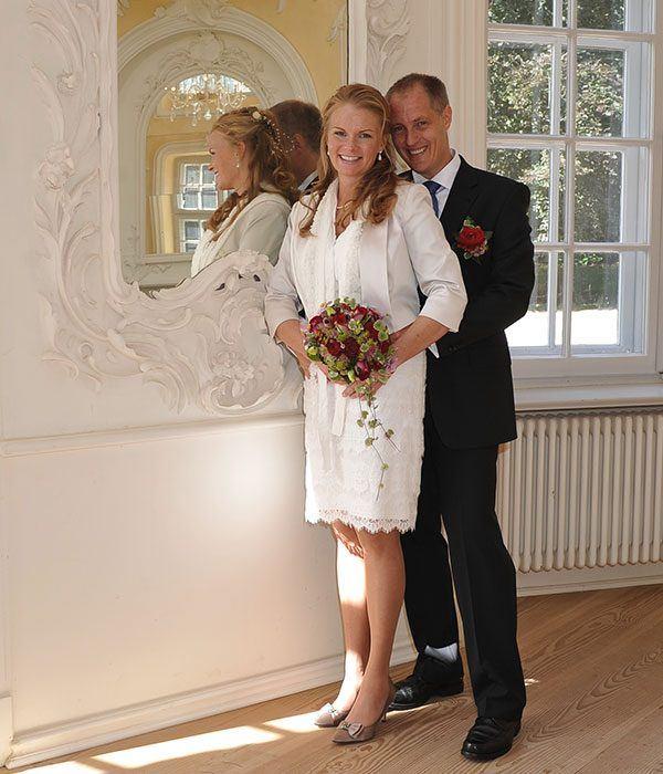 im Prinzenhaus zu Plön, Brautpaar nach standesamtlicher Trauung im Gartensaal